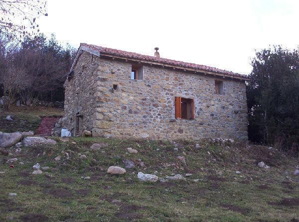 Casa en Venta2 Dormitorios. 140 m2. Preciosa cabaña restaurada. Inmobisal.