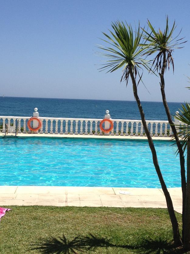 Se alquila apartamento en primera línea de playa a 16 kmts de Marbella