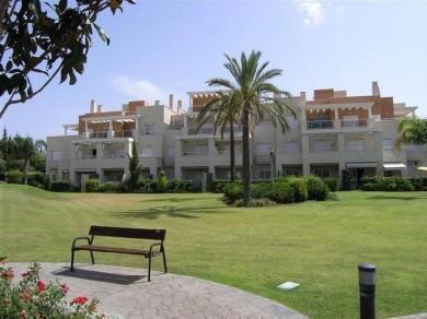 Apartamento con 2 dormitorios se alquila en Estepona, Costa del Sol