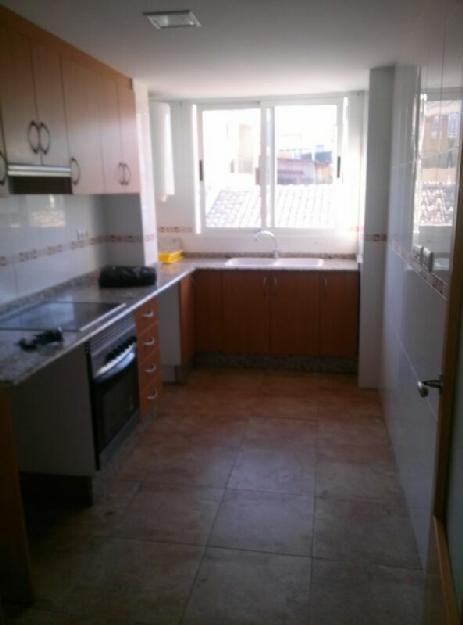Alquiler Pisos Benaguasil de 85 m2. con garaje - Valencia