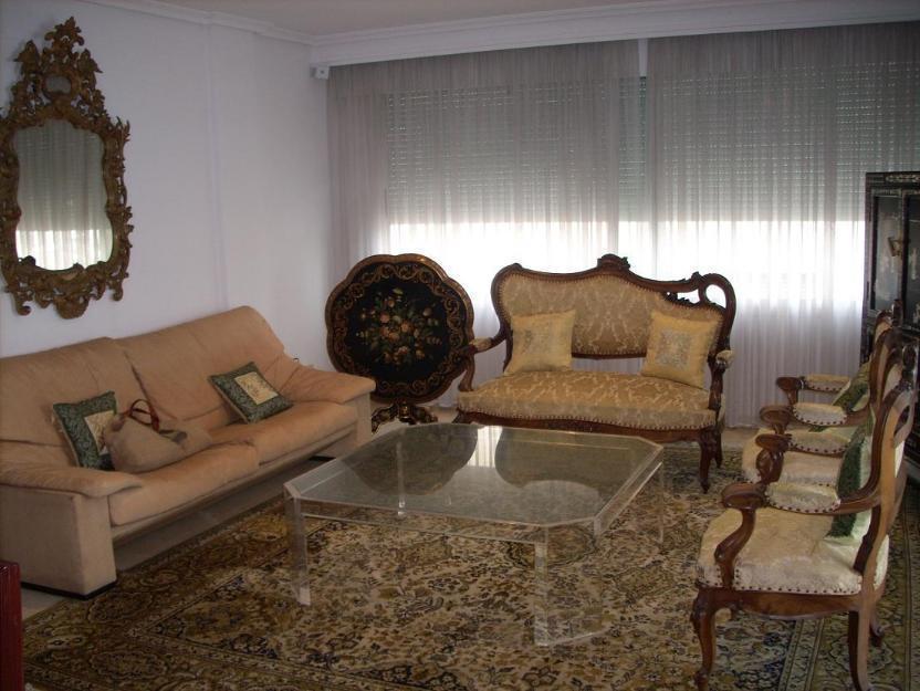 Magnífico piso de lujo. 150 mts. 2 habit. 2 baños. Decoración clásica.