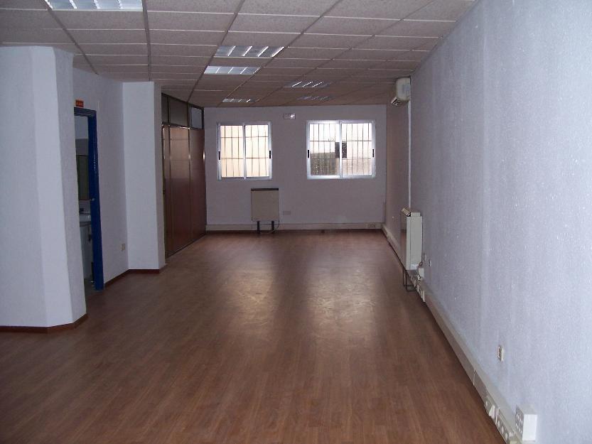 Oficina instalada de 130 mts junto Independencia. Sólo 800 euros.