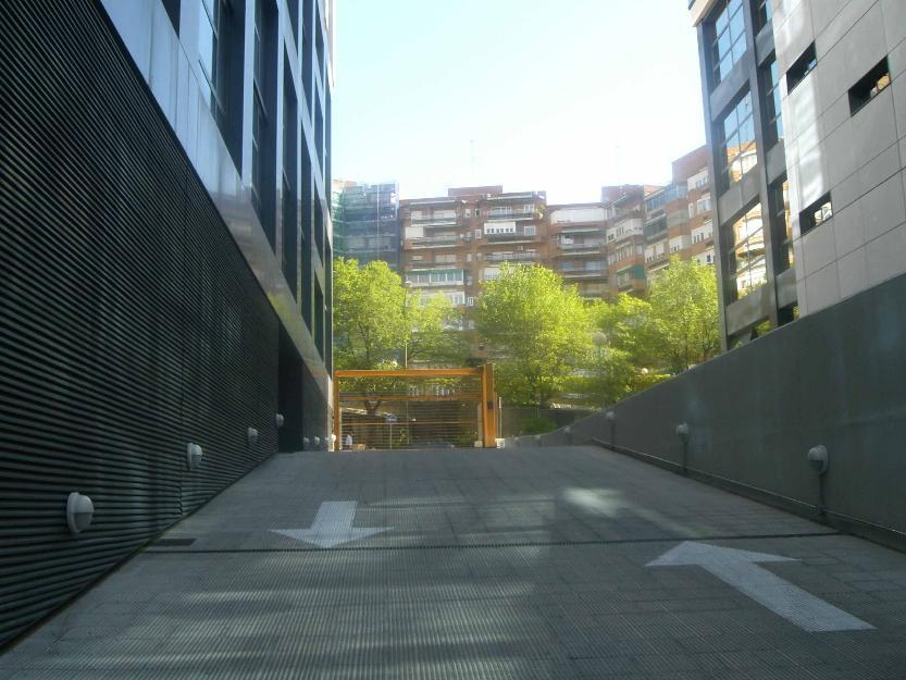 Avenida Manoteras/Virgel del cortijo garaje