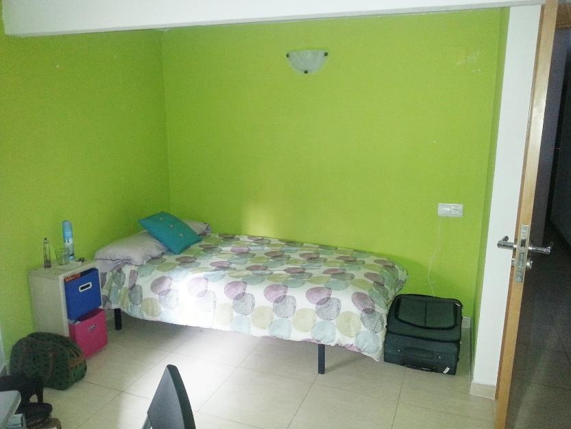 Habitación para chica, gastos incluidos